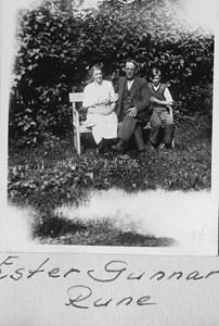 Kungsvallby Gunnar o Ester och Rune Johansson.jpg