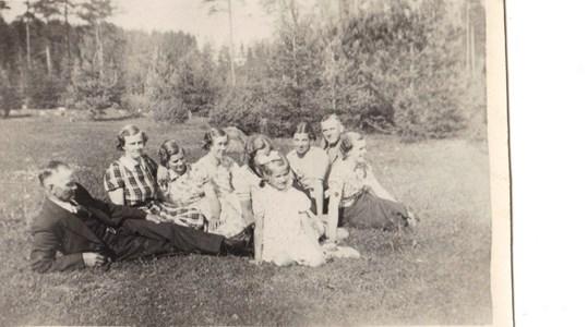 Enekorset Adel med familj