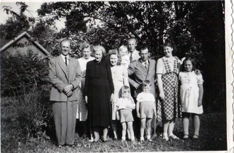 Körtingsberg Statare Elis Larsson med familj 1950
