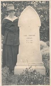 Saras gravsten.jpg
