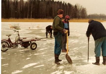 Isfiske på Farnebyfjärden 1981