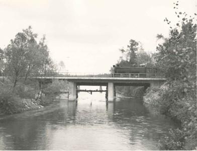 Fabrikens vägbro med järnvägsbron